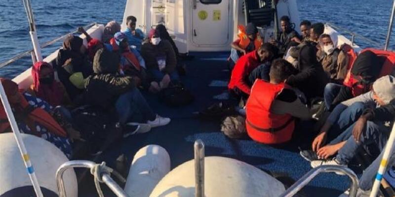 Yunanistan'ın ölüme terk ettiği 52 kaçak göçmen kurtarıldı