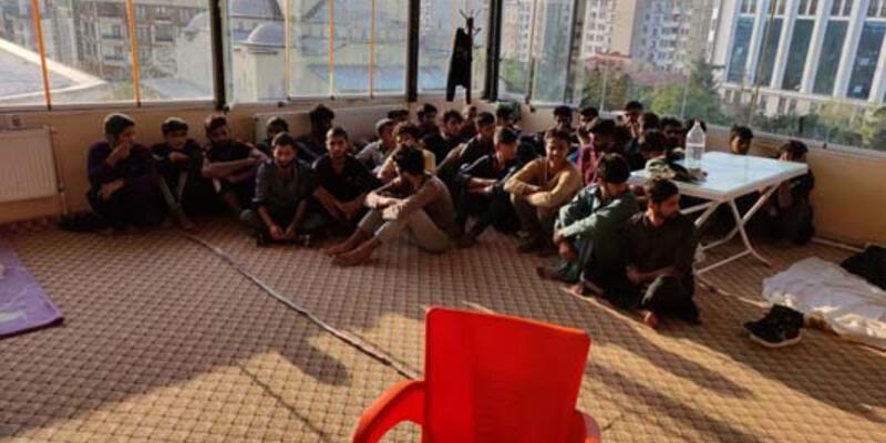 MİT ve polisin ortak operasyonunda,otelde 26 kaçak göçmen yakalandı