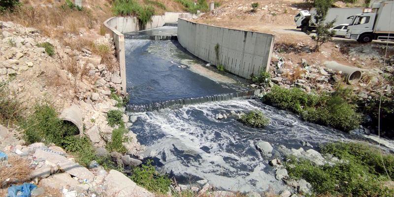 Haramidere'de atıklar nedeniyle koku ve kirlilik oluştu