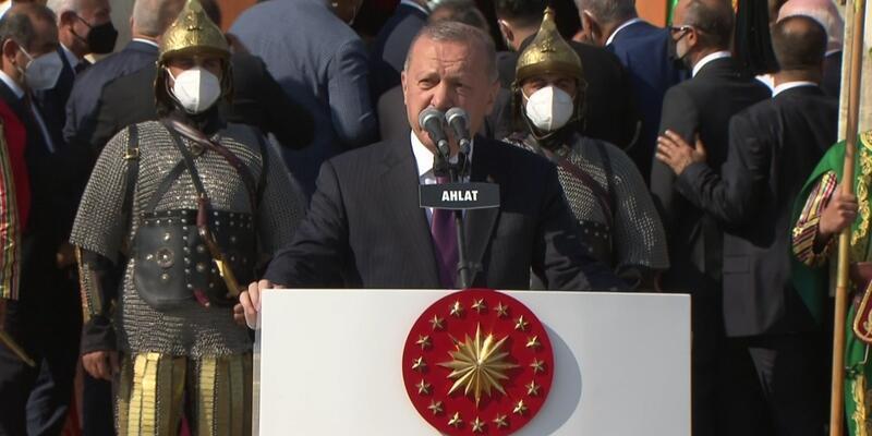 SON DAKİKA: Malazgirt Zaferi'nin 950. yılı! Erdoğan Ahlat'taki törende konuştu