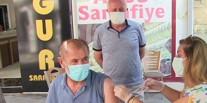Elbistan'da birinci doz aşısını yaptırana altın ve bisiklet hediyesi