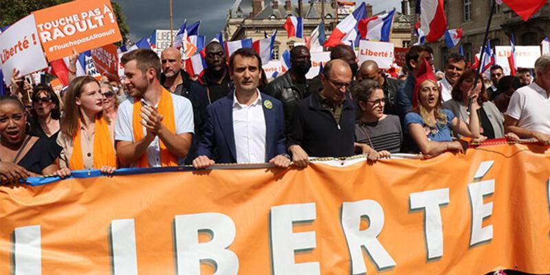 Fransa'da aşı karşıtları 7 haftadır gösteri düzenliyor