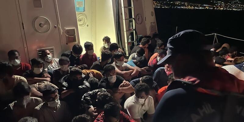 Aydın'da Türk kara sularına itilen 144 düzensiz göçmen kurtarıldı
