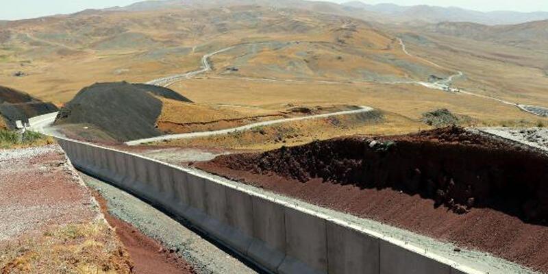 Sınırı yaya geçmeye çalışan 113 kaçak göçmen yakalandı