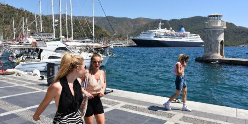 Marmaris'e 2 yıl aradan sonra deniz yoluyla turist geldi