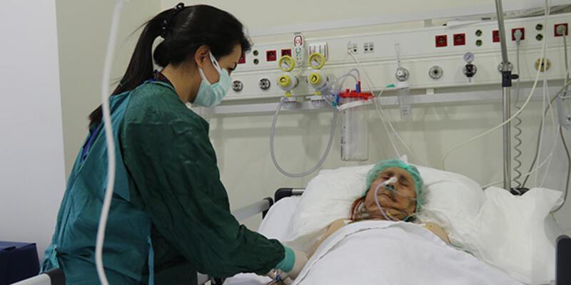 116 yaşında koronavirüsü yendi, yoğum bakımdan çıktı