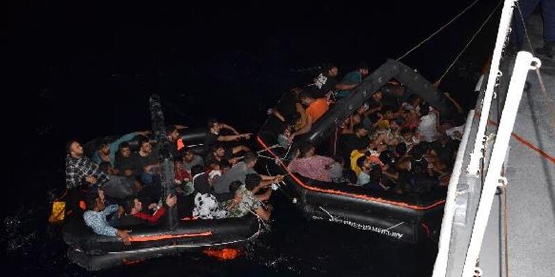 İzmir açıklarında 63 kaçak göçmen kurtarıldı