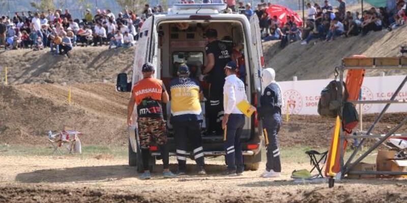 Pistteki görevliye motosiklet çarptı