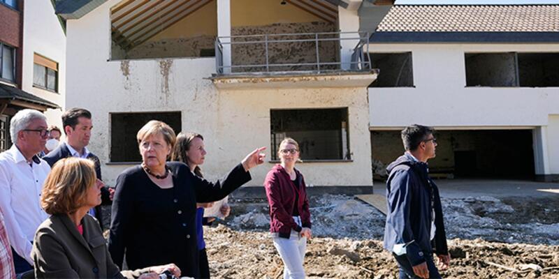 Merkel, Almanya'da selden etkilenen bölgede