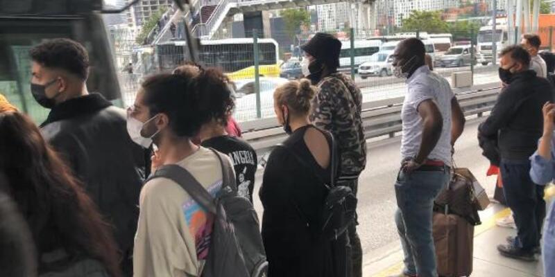 Okullar açıldı; Toplu taşımada yoğunluk