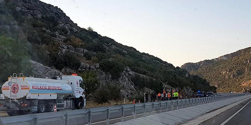 Kayalıklara çarpıp, alev alan otomobilin sürücü öldü