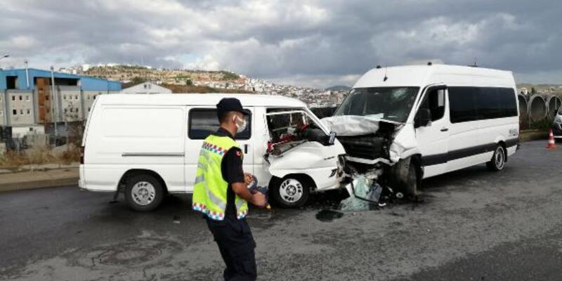 Sancaktepe'de okul servisi kaza yaptı: 4 yaralı