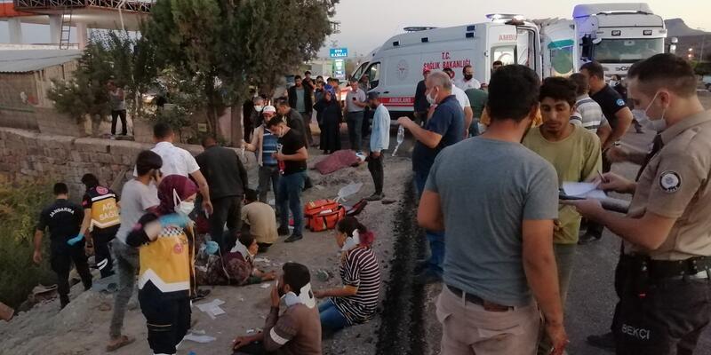Tarım işçilerini taşıyan minibüs ile TIR çarpıştı: 5'i ağır 18 yaralı