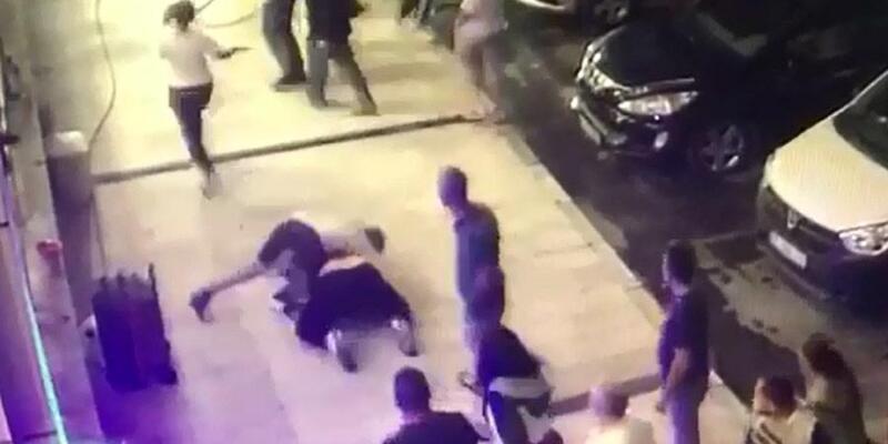 Dinlenme tesisinin sahibi ile oğlunu dövdüler; o anlar kamerada