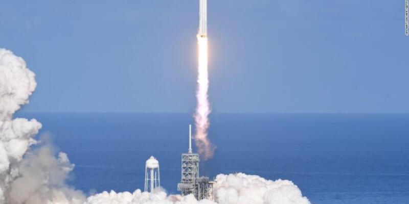 Falcon 9 roketi uzay turistleri için çalışacak