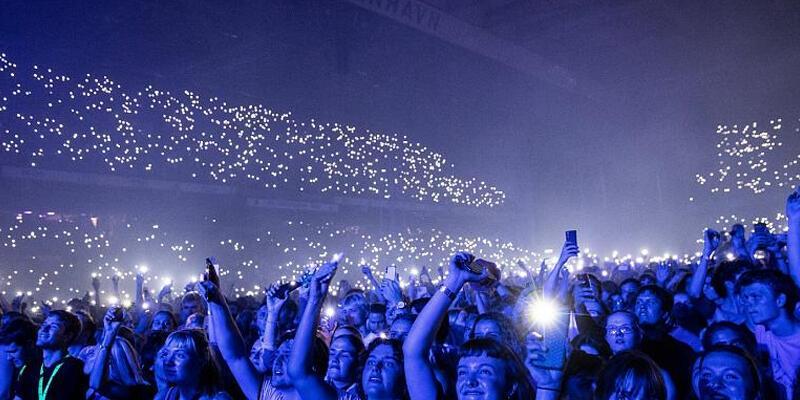 Kısıtlamalar 10 Eylül'de kalkmıştı! 50 bin kişilik konser verildi
