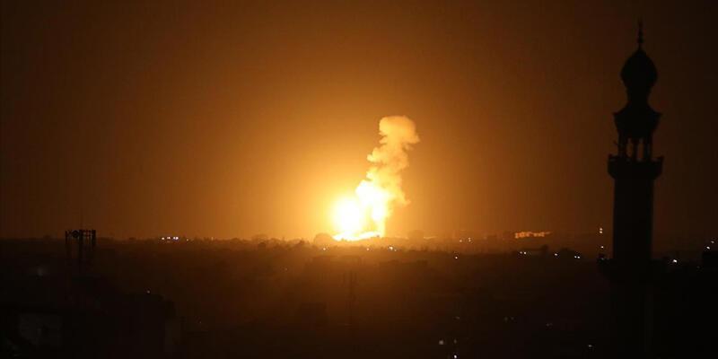 İsrail uçakları Gazze Şeridi'ne hava saldırıları düzenledi