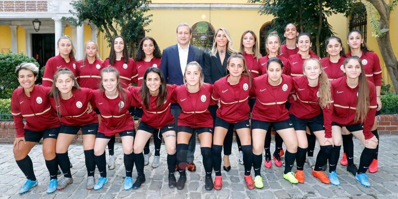 Galatasaray Kadın Futbol Takımı sporseverlerle buluştu
