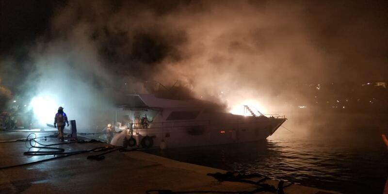 Dün yanan tekne gece çıkan ikinci yangında battı
