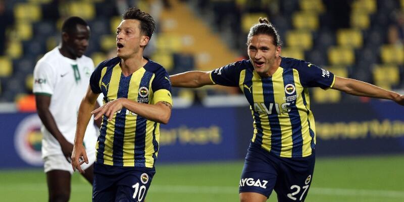 Fenerbahçe zorlansa da kazanmasını bildi