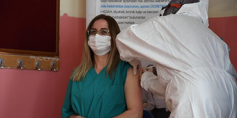Milli Eğitim Bakanı Özer, öğretmenlerin aşı oranını açıkladı