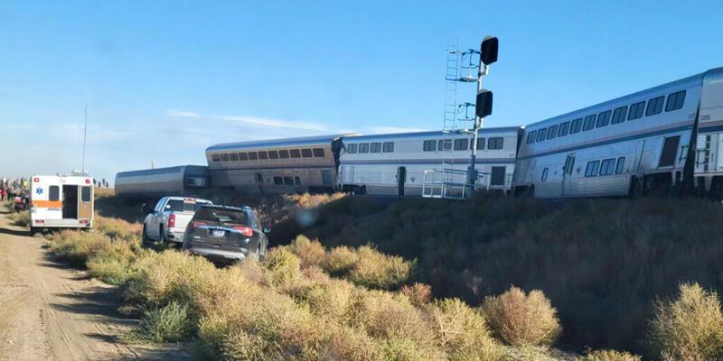 ABD'de yolcu treni raydan çıktı: En az 3 kişi hayatını kaybetti