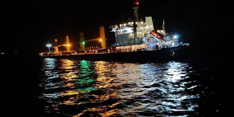 Bozcaada açıklarındaki kazada hasar alan gemi, İzmir'e götürüldü