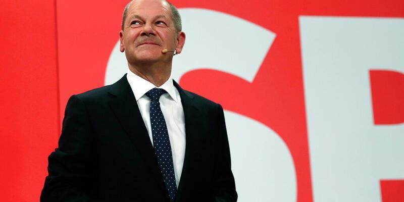 Almanya'da seçimlerden birinci çıkan SPD, Yeşiller ve FDP'yi koalisyon görüşmeleri yapmaya davet etti