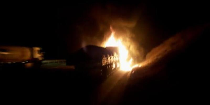 Beykoz Kuzey Marmara Otoyolu'nda TIR alev alev yandı