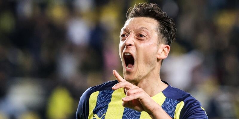 Fenerbahçe'de Mesut Özil grip oldu