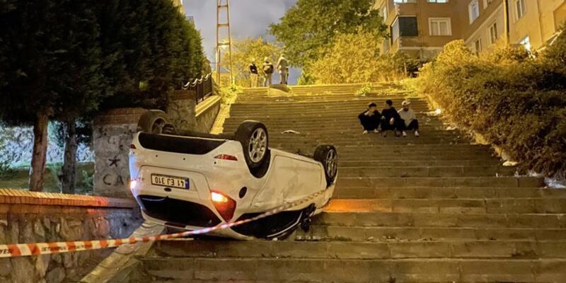 Navigasyon faciaya neden oluyordu: İstanbul Ümraniye'de merdivenli sokağa giren araç takla attı
