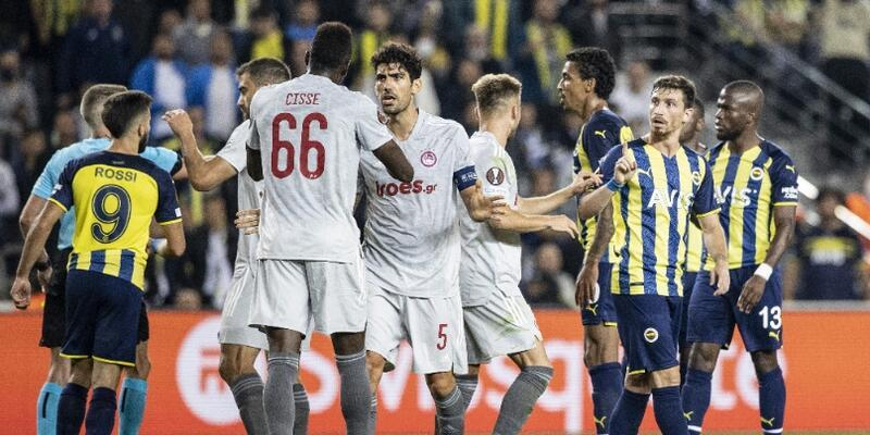 Fenerbahçe yenildi, futbolcular ıslıklandı