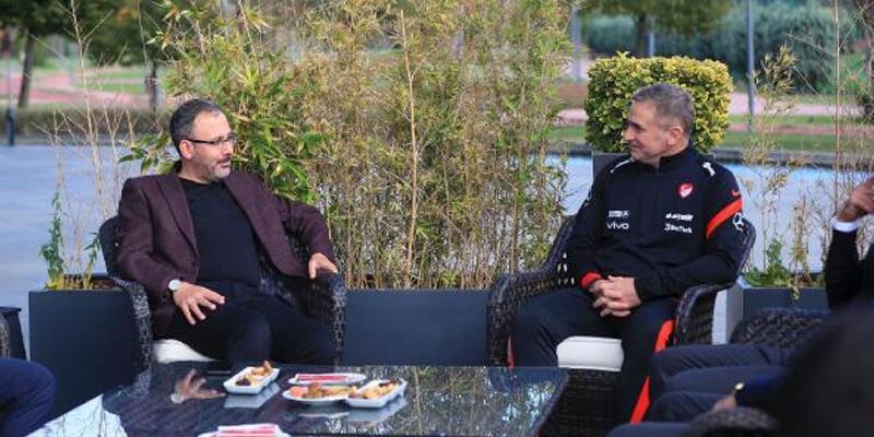 Bakan Kasapoğlu'ndan Stefan Kuntz'a ziyaret
