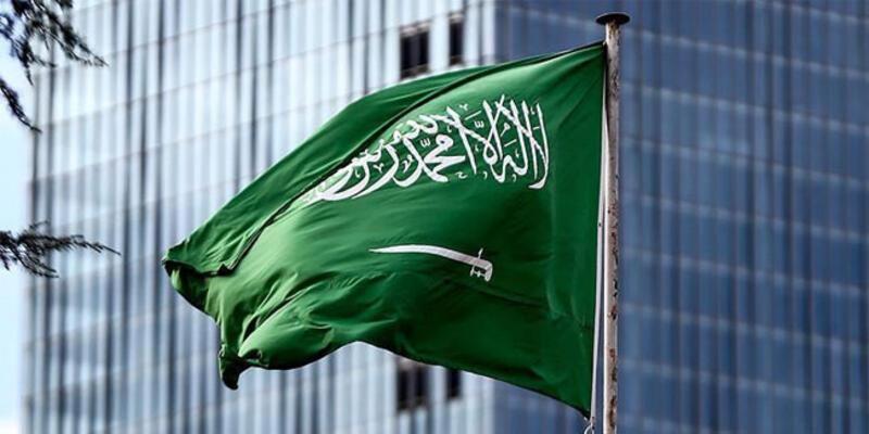 Suudi Arabistan'daki Kral Abdullah Havalimanı'na roket düştü!