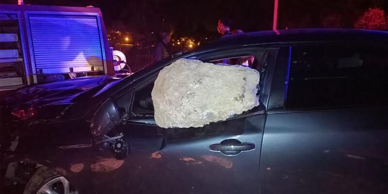 Aşırı hızın ardından: Kaya parçası cama saplandı, yaralılar var