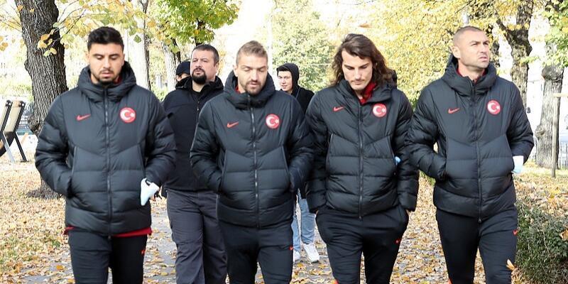 A Milli Takım Letonya maçı öncesinde Riga'da yürüyüş yaptı