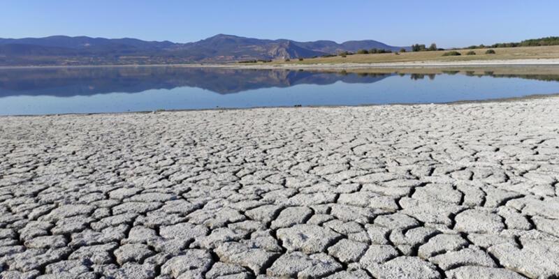 Burdur Gölü'nün suyu, iskeleden 2 metre uzaklaştı