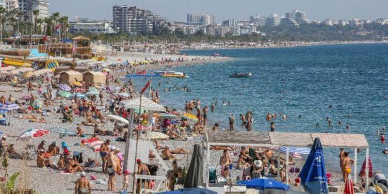 Antalya'da ekimde sahillerde ağustos manzarası