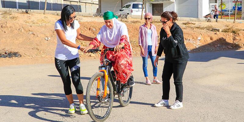 5 ayda 72 kadına bisiklet sürmeyi öğretti