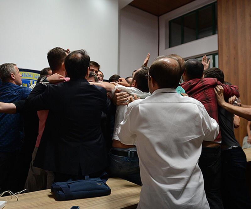 Gürcü gazeteciler Türk gazetecilere böyle saldırdı!