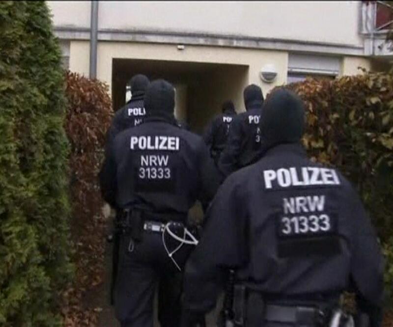 Almanya'da 10 eyalette terör operasyonu