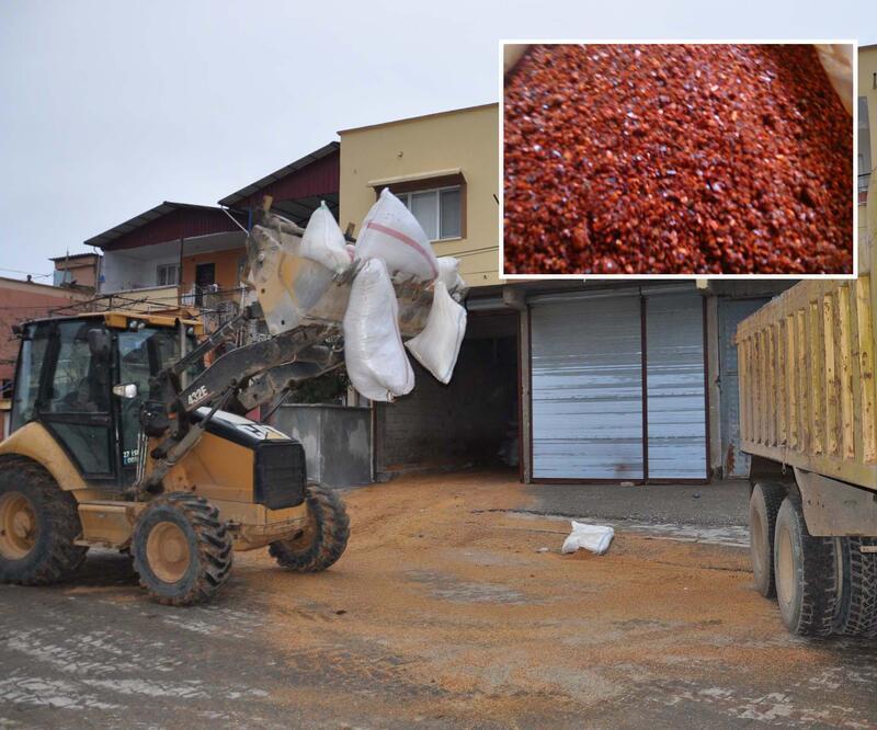 Vatandaşa pul biber diye yedirilen Gaziantep'teki 40 ton çöp imha edildi
