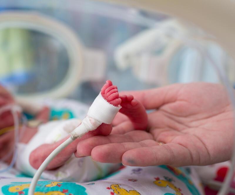 22 haftalık dünyaya gelen bebek gömülmek üzereyken hareket etti