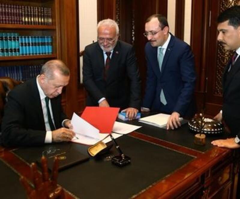 Cumhurbaşkanı Erdoğan imzayı atıp Twitter'da paylaştı