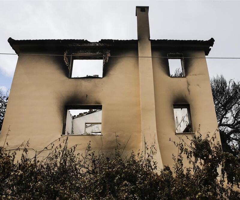 Yunanistan'daki yangında ünlü yönetmenin arşivi de yandı