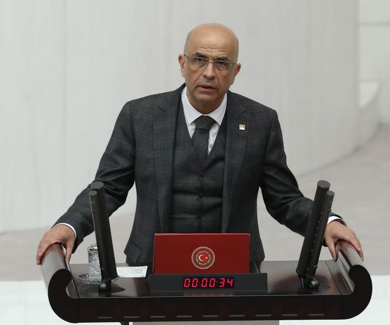 Enis Berberoğlu'na yurt dışına çıkış yasağı