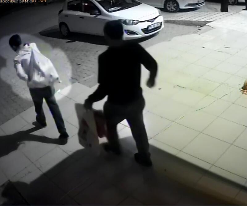 Hırsızlar girdikleri evdeki altın kaplama muslukları çaldı