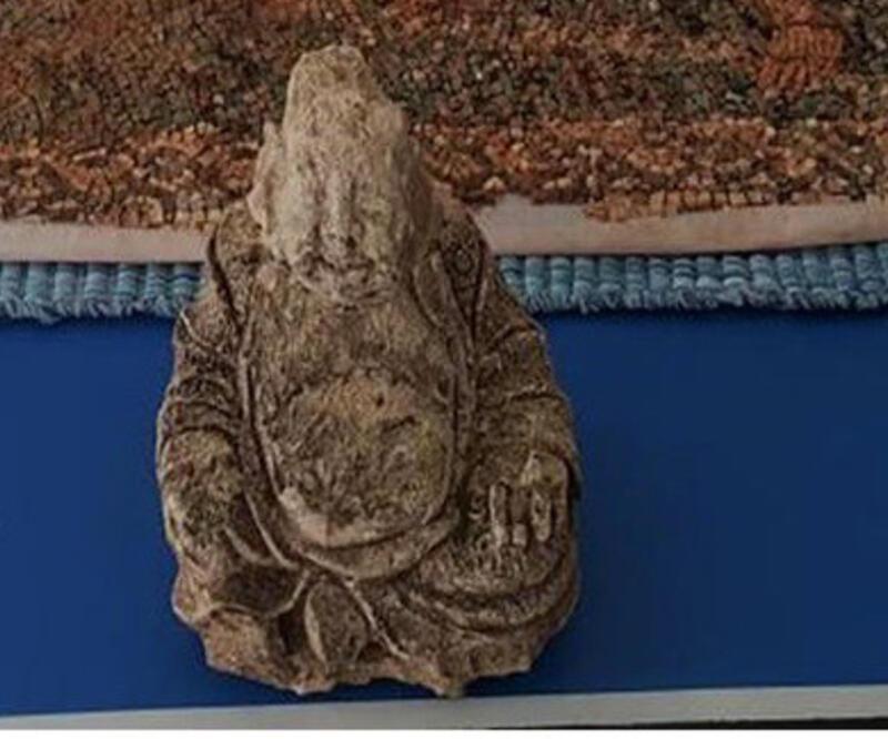 Buda heykelini satmaya çalışırken yakalandı