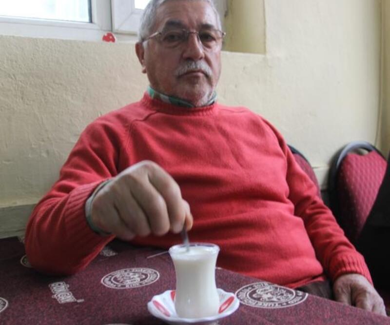 Kahvede çay yerine süt içiyorlar