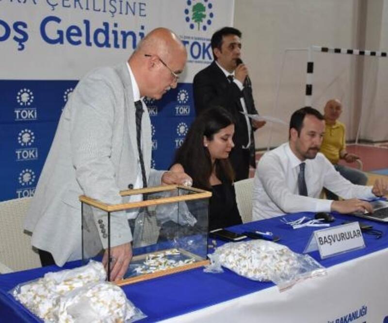 Sivas'ta 479 konutun hak sahibi belirleme kurası çekildi